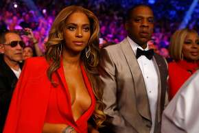 LAS VEGAS, NV - MAY 02: Beyonce Knowles and Jay Z attend the welterweight unification championship bout on May 2, 2015 at MGM Grand Garden Arena in Las Vegas, Nevada.  (Photo by Al Bello/Getty Images)