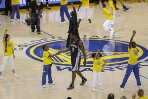 Grizzlies' Tony Allen cuts in while kids are dancing - Photo
