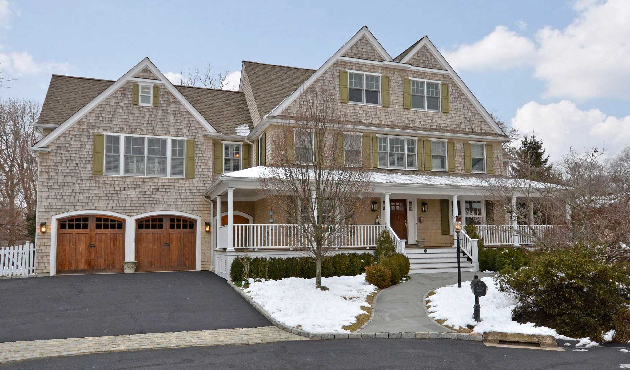 For sale nantucket style home has prime location for Nantucket style homes