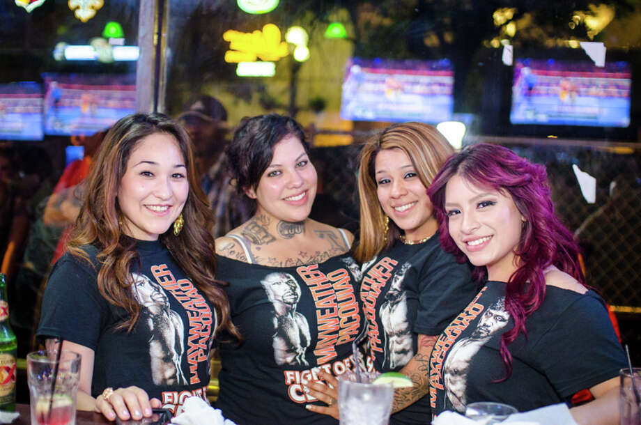 Boxing fans gather at The Ticket Sports Pub in downtown San Antonio to watch the Mayweather-Pacquiao fight on Saturday, May 2, 2015. Photo: Isaiah Matthews/For MySA.com