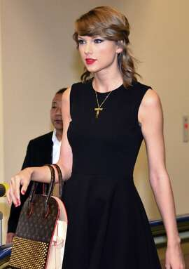 Singer Taylor Swift walks through the terminal after she arrived at Narita international airport in Narita, suburban Tokyo on May 3, 2015. Swift will have a concert in Tokyo on May 5 and 6. AFP PHOTO / Yoshikazu TSUNO        (Photo credit should read YOSHIKAZU TSUNO/AFP/Getty Images)
