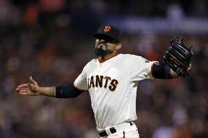 Giants Splash: Shooting for a winning record behind Vogelsong - Photo