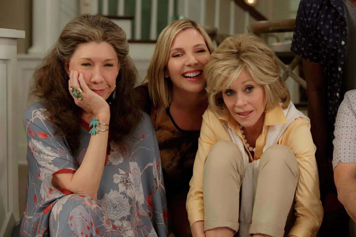 """Lily Tomlin, June Diane Raphael and Jane Fonda in the Netflix Original Series """"Grace and Frankie"""". Photo by Melissa Moseley for Netflix.éŠ"""