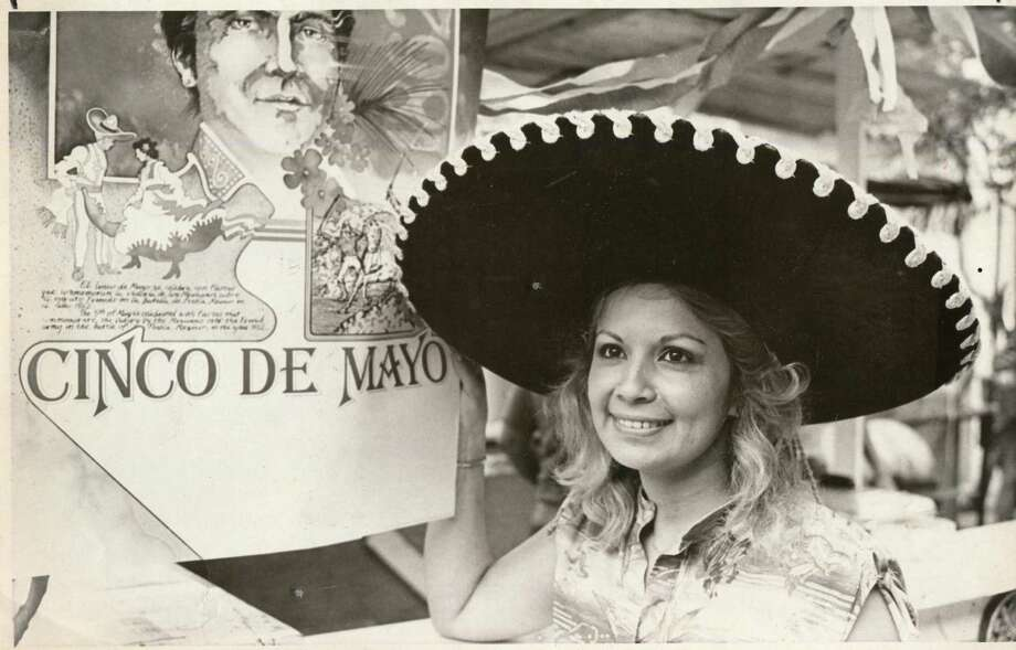 Bette Linda Idar waits for customers by her sausage booth in Market Square for Cinco de Mayo 1981. Photo: San Antonio Express-News