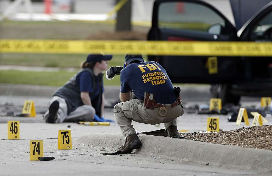 FBI investigators check the area where two gunmen were shot in Garland, Texas, outside a venue hosting a contest for prophet Muhammad cartoons. Photo: Brandon Wade, Associated Press