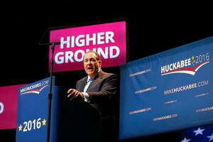 Mike Huckabee joins crowded field of GOP presidential candidates - Photo