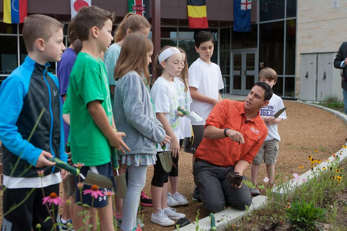 Jaime González, conservation education director of the Katy Prairie Conservancy, describes planting techniques to pupils from Frostwood Elementary before setting them to planting bee balm and Virginia wildrye grass in the pocket prairie at the school campus. Jaime González, conservation education director of the Katy Prairie Conservancy, describes planting techniques to pupils from Frostwood Elementary before setting them to planting bee balm and Virginia wildrye grass in the pocket prairie at the school campus.
