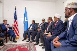Two decades after 'Black Hawk Down,' Kerry visits Somalia - Photo