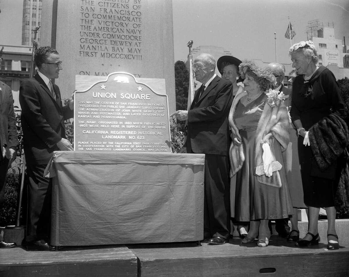 (t to r) Harold S. Dobbs (Board of Supervisors), Joseph R. Knowland, Mrs. Effie Henton, Mrs. John W Geary at the plaque designating Union Square a California landmark
