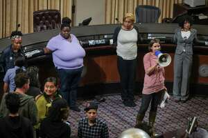 Oakland ordered to reopen City Council seating gallery - Photo