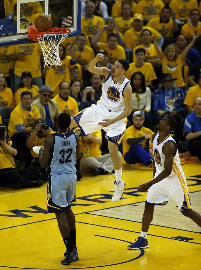 Golden State Warriors' Klay Thompson misses a dunk in 2nd quarter against  Memphis Grizzlies' Jeff Green during Game 2 of NBA Playoffs' Western Conference Semifinals at Oracle Arena in Oakland, Calif., on Tuesday, May 5, 2015. Photo: Scott Strazzante, The Chronicle