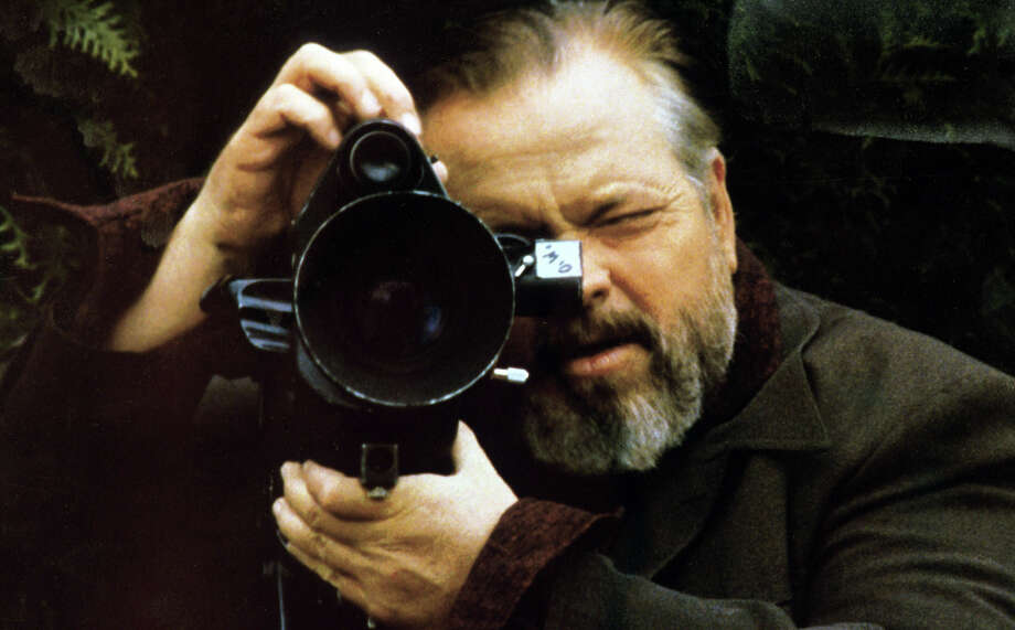 "Orson Welles on the set of ""F for Fake"" in 1973. Photo: Apic/Getty Images / ©APIC / ONLINE_YES"