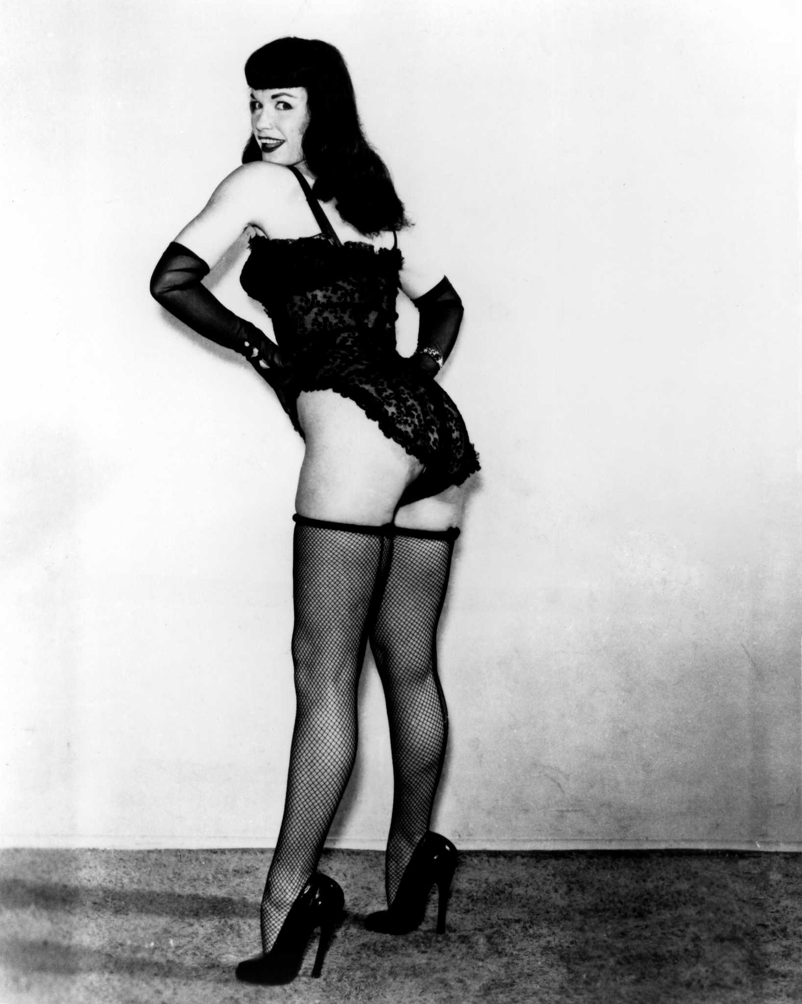 Sexy bettie page actress pin up postcard
