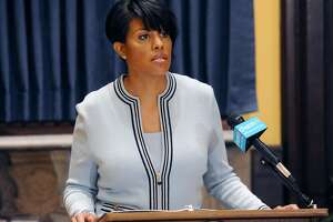 Baltimore mayor seeks Justice Department review of Police Dept. - Photo