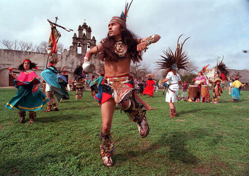A ceremonial Indian dance by Xinaxtli Dance group held on the grounds of the Church of the Mission San Juan Capistrano on January 4, 1998. The dance was held at a mass for the 45 people murdered in Chiapas , Mexico. No ID's for the dancers. Express-News Staff Photo by Kevin Geil. Photo: KEVIN GEIL, STAFF / SAN ANTONIO EXPRESS-NEWS / SAN ANTONIO EXPRESS-NEWS