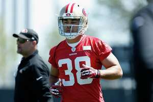 Rugby star now a 49er flummoxed by football playbook - Photo
