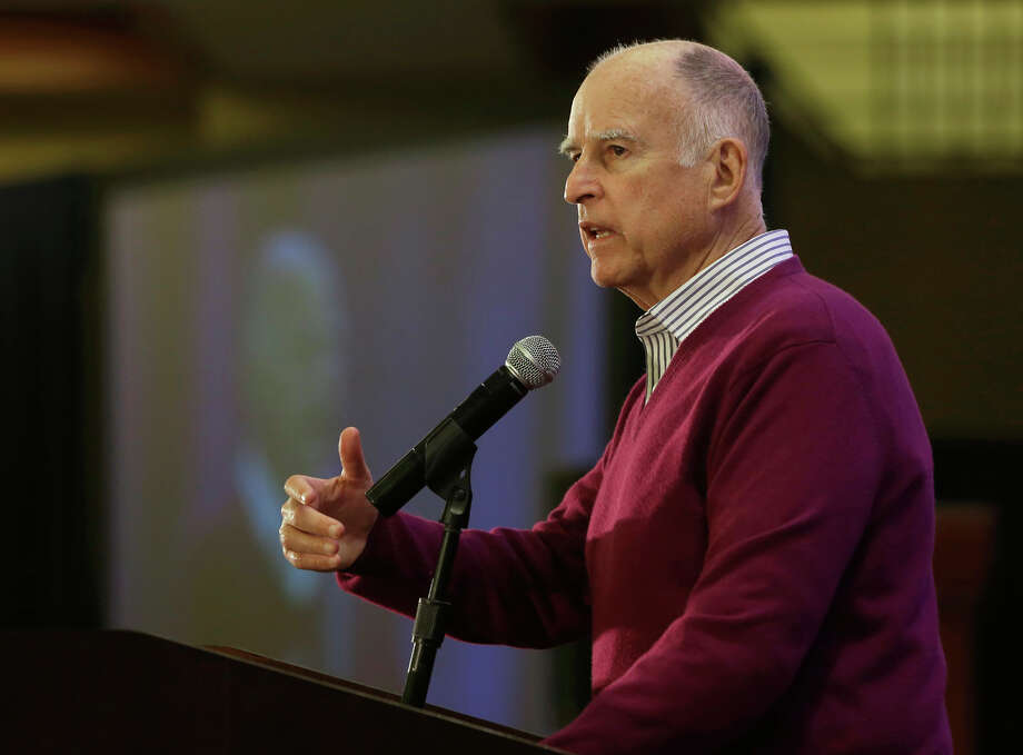 Gov. Jerry Brown tells a conference of California water agencies he intends to build the delta tunnels. Photo: Rich Pedroncelli / Associated Press / AP