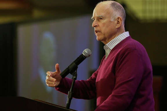 Gov. Jerry Brown tells a conference of California water agencies he intends to build the delta tunnels.