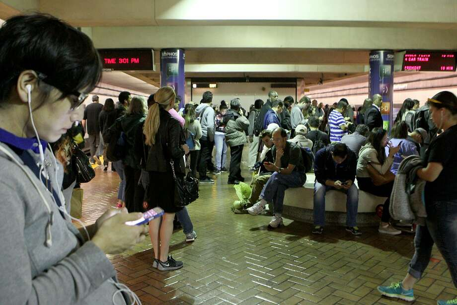 Hundreds of commuters wait to board trains at Montgomery BART station, Wednesday, May 6, 2015, in San Francisco, Calif. A computer malfunction Monday caused train delays of up to 15 minutes systemwide. Photo: Santiago Mejia, The Chronicle