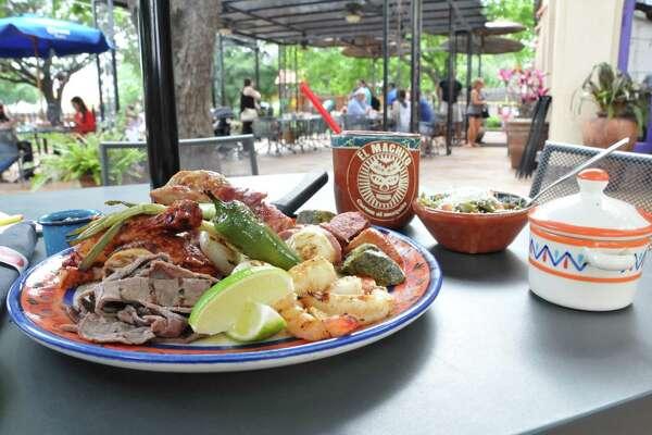 Food and drink at El Machito.