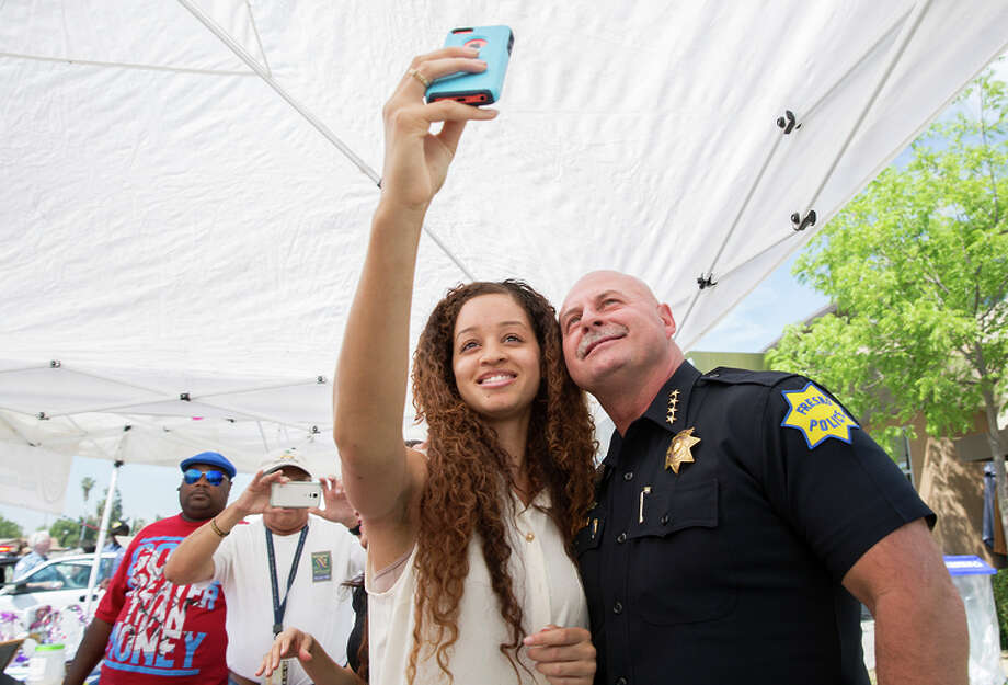 Thea Goodman takes a selfie with Fresno Police Chief Jerry Dyer in April at a community party. Photo: CARL COSTAS / Washington Post / THE WASHINGTON POST