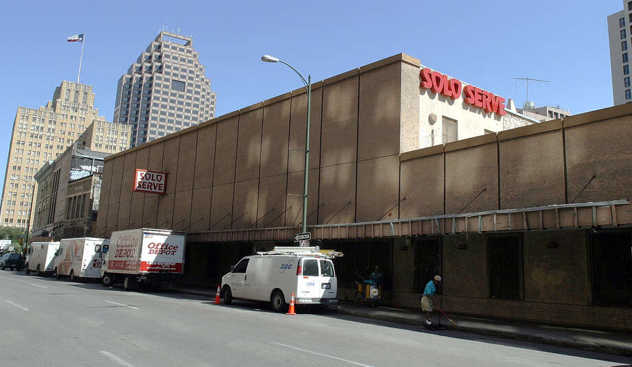 Woodbine Development of Dallas plans to demolish the Solo Serve and nearby buildings and construct a 21-story, 250-room AC by Marriott hotel. Photo: Express-News File Photo / SAN ANTONIO EXPRESS-NEWS