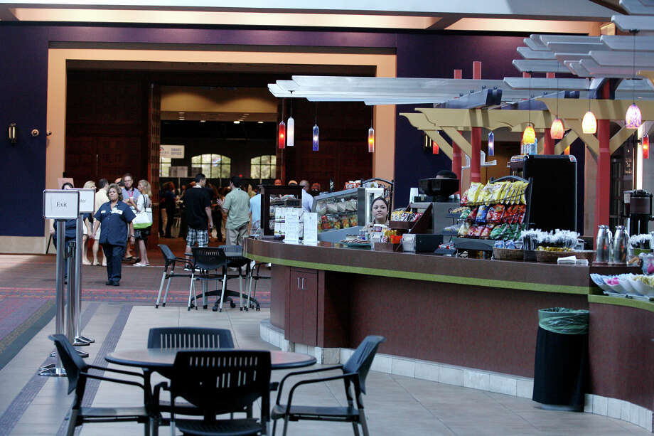 El Puente Cafe inside the Convention Center is operated by RK Group, which is retaining control of the center's concession and catering services for another 10 years. Photo: Express-News File Photo / © 2014 San Antonio Express-News