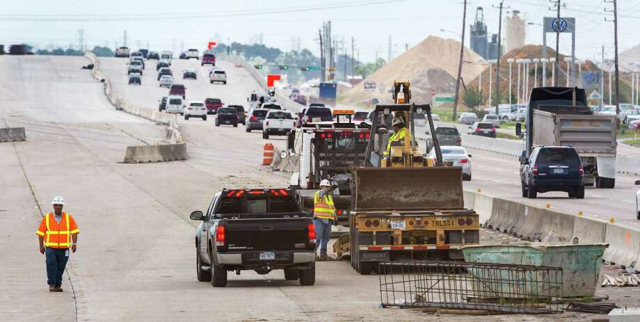 Work on widening sections of Interstate 45 south of Houston includes new exits and overpasses in some locations. More construction is planned as officials prepare to widen the freeway to Galveston. Photo: Craig Hartley, Freelance / Copyright: Craig H. Hartley