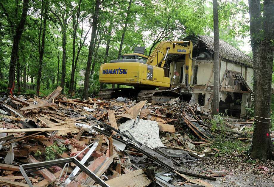 The abounded house at 2610 S. Wildwind Circle in The Woodlands is finally being demolished. Photograph by David Hopper. Photo: David Hopper, Freelance / freelance
