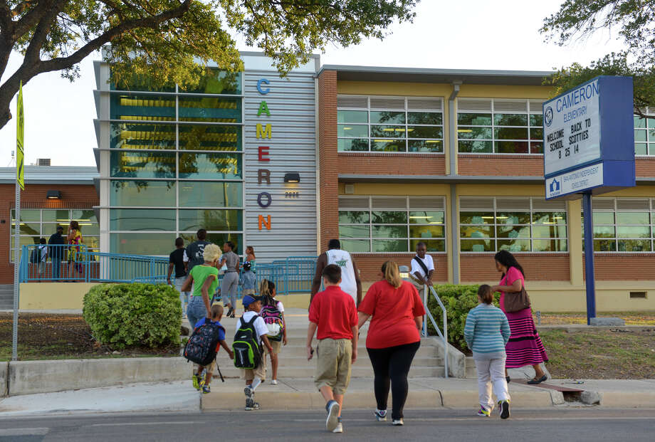 Legislation attacking neighborhood and community schools and the dedicated educators who nurture and instruct our children undermines the foundations of one of the great institutions of our state and puts the future of Texas children at risk. Photo: Robin Jerstad /For The Express-News / San Antonio Express-News