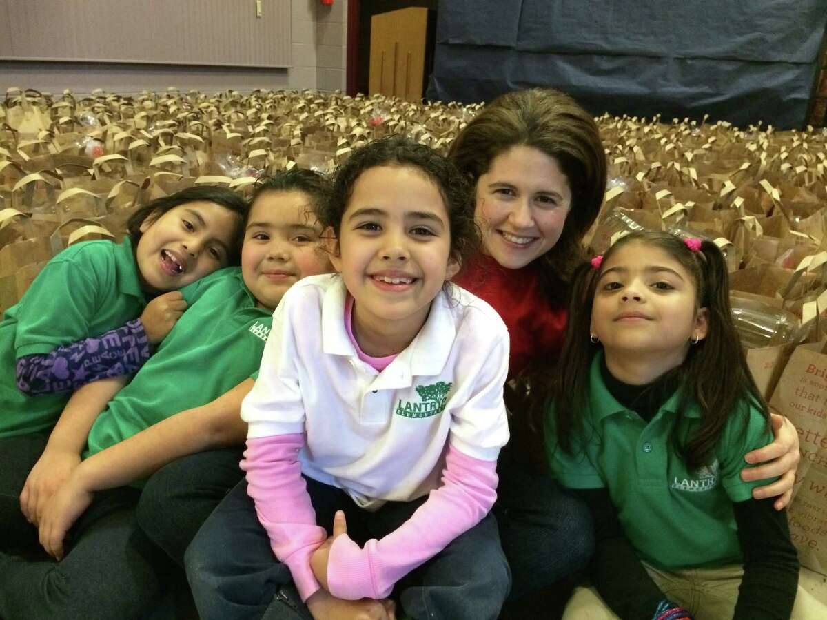 Lisa Helfman with students served by Brighter Bites.