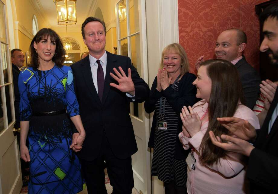 Prime Minister David Cameron and wife Samantha Cameron are applauded by staff upon entering No. 10 Downing St. Photo: WPA Pool /Getty Images / 2015 Getty Images