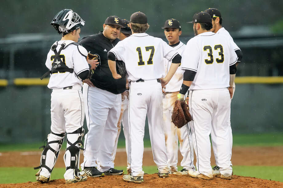 East Central baseball coach Joe Gutierrez talks to his team. He took the Hornets to the postseason for the first time since 2011. Photo: Marvin Pfeiffer /San Antonio Express-News / Express-News 2015