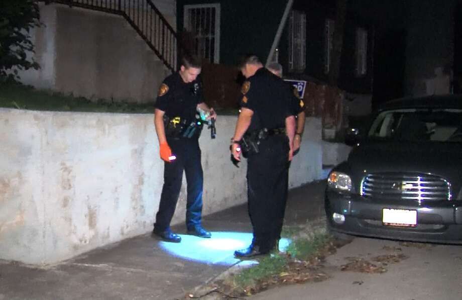 Police investigate a shooting on the East Side. Photo: By Jacob Beltran, San Antonio Express-News