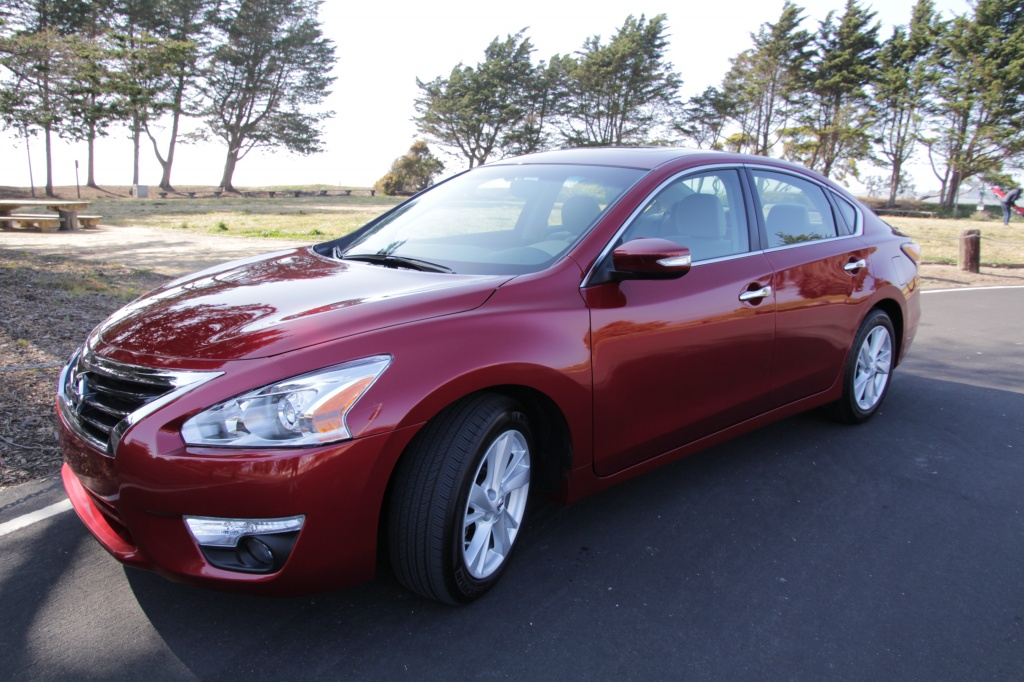 the 2015 nissan altima sv has a retail price of 28 180 photos by photo. Black Bedroom Furniture Sets. Home Design Ideas