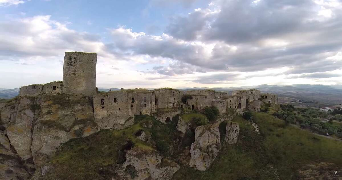 Be On My Mind captured video of Craco, an Italian ghost town abandoned in the 1960s after a series of natural disasters. (Video:Be On My Mind)
