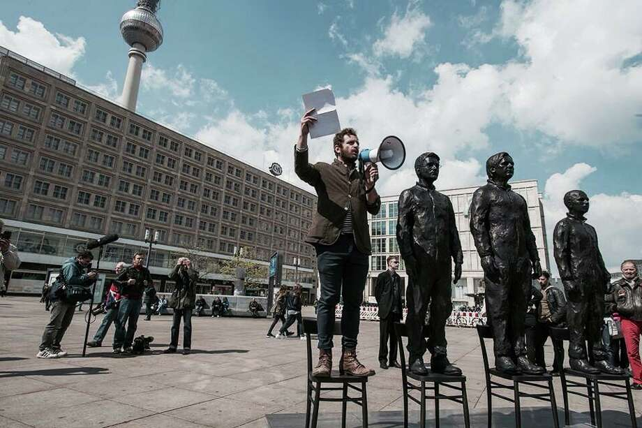 """Davide Dormino's """"Anything to Say?"""" in Berlin"""