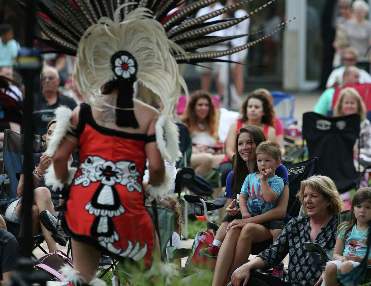 People watch a Cinco de Mayo celebration in Market Square Thursday, May 7, 2015, in The Woodlands.