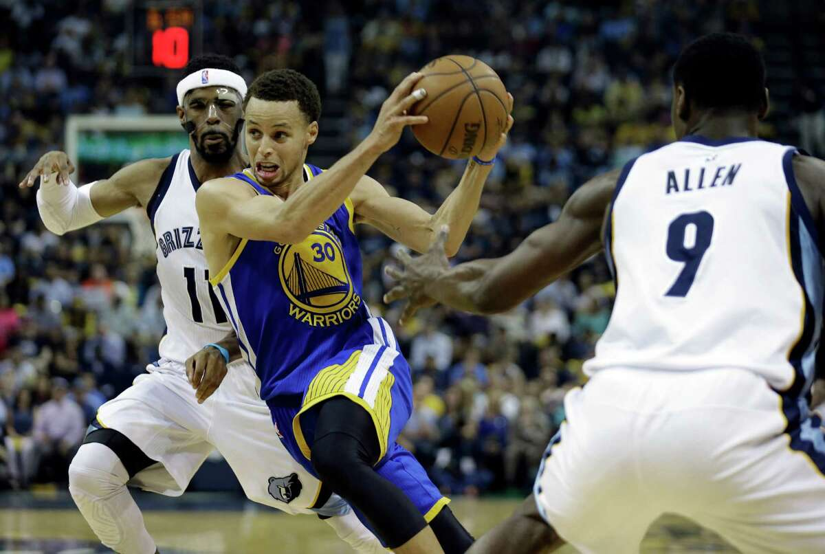 Golden State Warriors guard Stephen Curry (30) moves the ball between Memphis Grizzlies guard Mike Conley (11) and Memphis Grizzlies forward Tony Allen (9) in the first half of Game 4 of a second-round NBA basketball Western Conference playoff series Monday, May 11, 2015, in Memphis, Tenn. (AP Photo/Mark Humphrey)