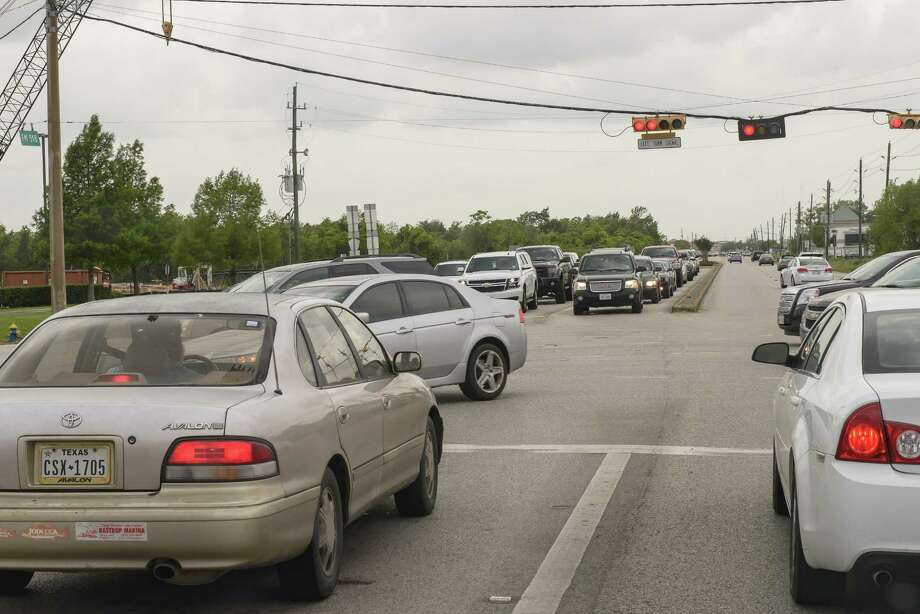 Rush hour on FM 518 in Pearland can mean clogged intersections and long waits at traffic lights for motorists. The Texas Department of Transportation has scheduled a May 14 meeting on a plan to add two lanes to the section between Texas 288 and Texas 35. Photo: ÂKim Christensen, Photographer / ©Kim Christensen