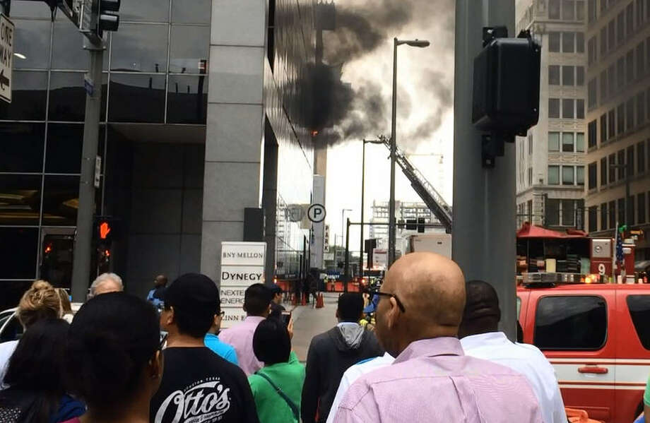 Employees in the Chase Tower downtown were evacuated Tuesday after several cars caught fire in the parking garage. Photo: John Boyd | Houston Chronicle