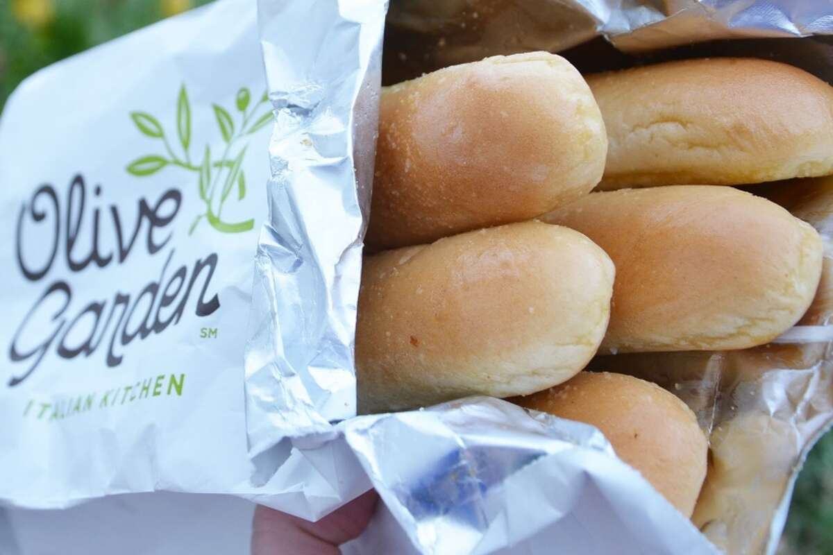 OLIVE GARDEN: What list of best complimentary bread would exclude this middle-class fancy favorite? Consistent, salty, pairs well with salad. The first thing people think about when they think