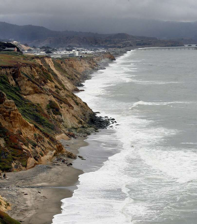 Pacifica's spectacular ocean views are hard to beat, but you may want to  avoid homes or apartment complexes that sit on its cliffs. Photo: Katy Raddatz, The Chronicle