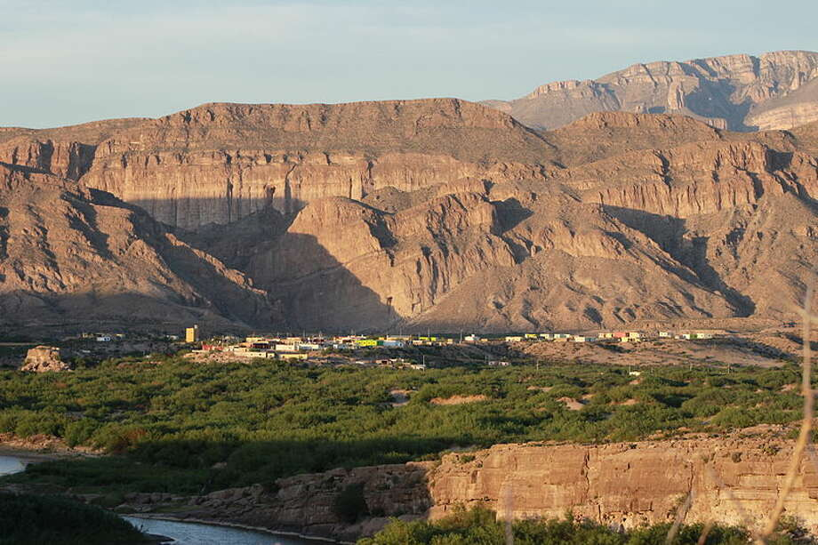 Looking at Boquillas del Carmen, Mexico as seen from Big Bend National Park, April 26 2014. Photo: Texas.pics - Own Work., Licensed Under CC BY-SA 3.0 Via Wikimedia Commons