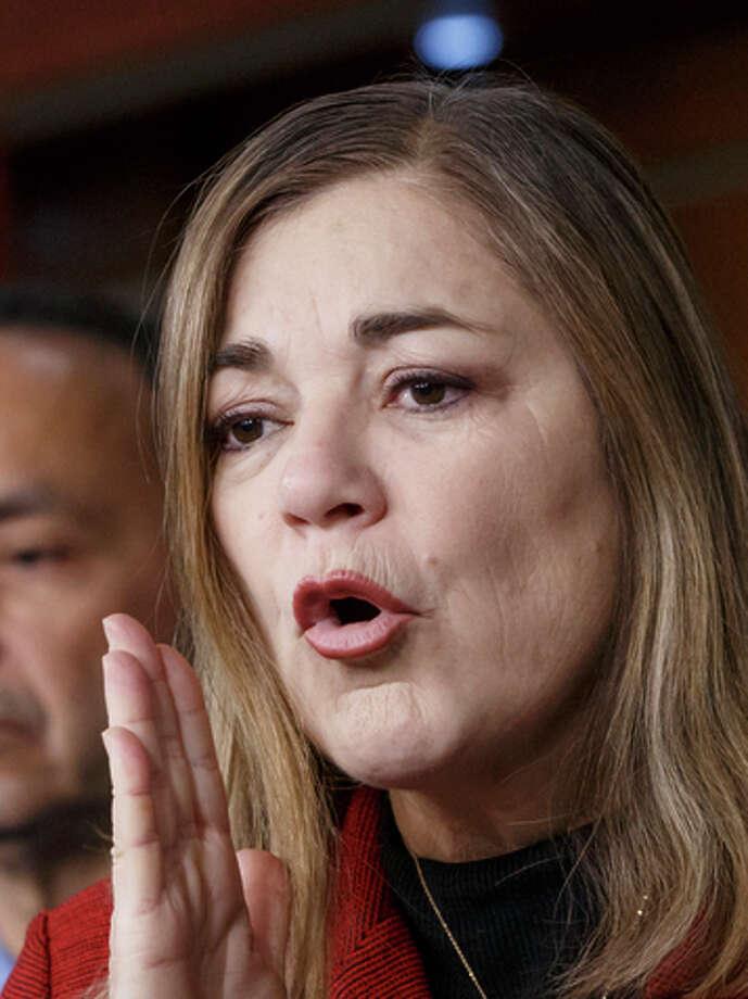 Rep. Loretta Sanchez, left, will run against Attorney General Kamala Harris in the primary. Photo: J. Scott Applewhite / AP / ONLINE_CHECK