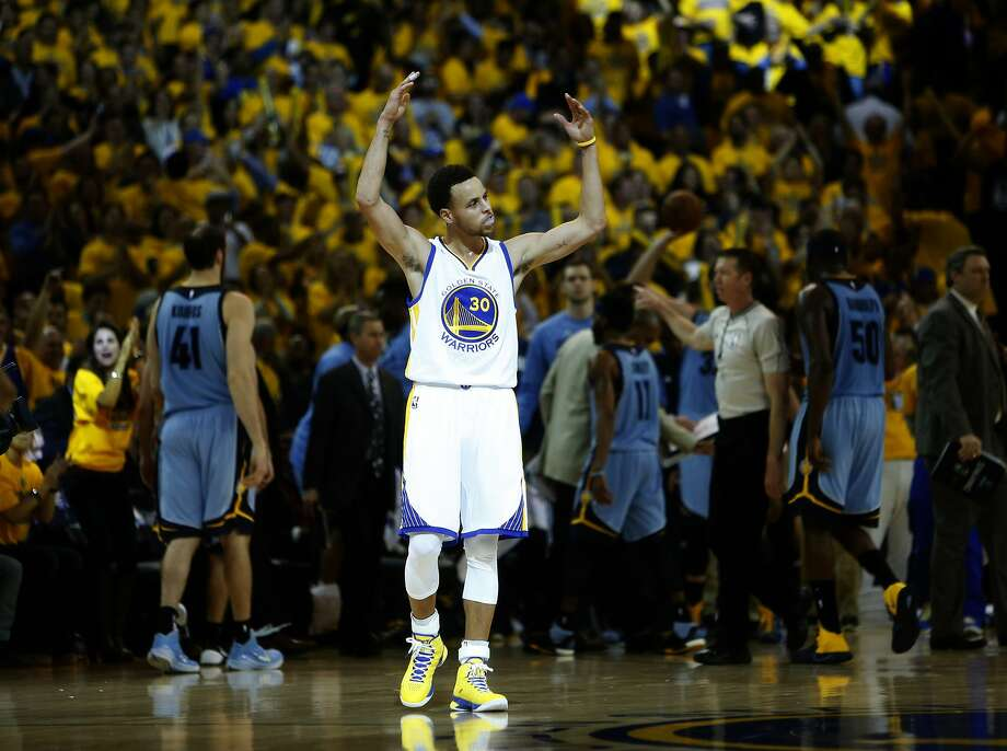 Golden State Warriors' Stephen Curry celebrates in 4th quarter of 98-78 win over Memphis Grizzlies during Game 5 of NBA Playoffs' Western Conference Semifinals at Oracle Arena in Oakland, Calif., on Wednesday, May 13, 2015. Photo: Scott Strazzante, The Chronicle