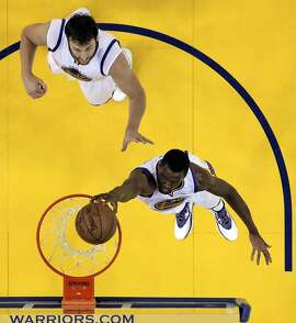 Harrison Barnes (40) dunks in the first half. The Golden State Warriors played the Memphis Grizzlies in Game 5 of the Western Conference Semifinals at Oracle Arena in Oakland, Calif., on Wednesday, May 13, 2015. The Warriors defeated the Grizzlies 98-78.