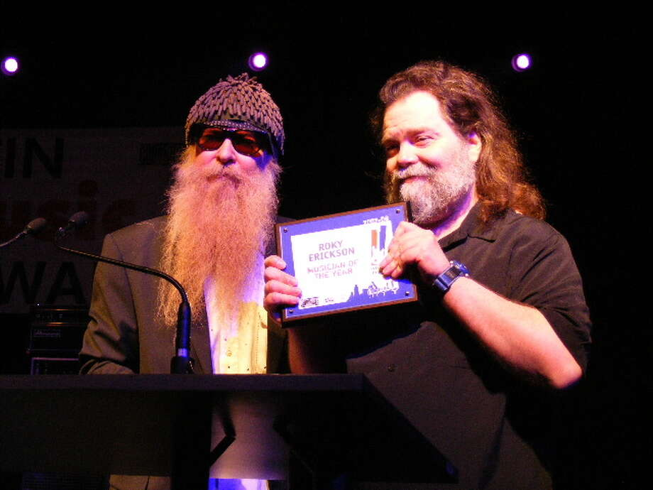 At the 2008 Austin Music Awards, Roky Erickson received a lifetime achievement award from Billy Gibbons. Photo: By Ron Baker (http://www.flickr.com/photos/kingsnake) (Own Work) [CC BY-SA 3.0 (http://creativecommons.org/licenses/by-sa/3.0)],  Via Wikimedia Commons