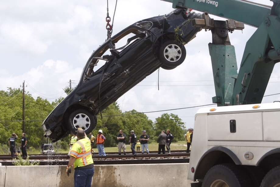 The car that may have belonged a man who was swept away by flood waters was recovered on May 14, 2015. Photo: Cody Duty / Houston Chronicle