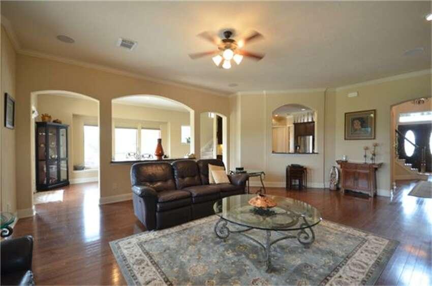 6214 Cross Creek Harbor Lane in Fulshear: $950,000 / 5 bedrooms / 4 full and 1 half bathrooms / 5,789 square feet